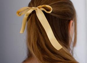 頭髮淡黃色